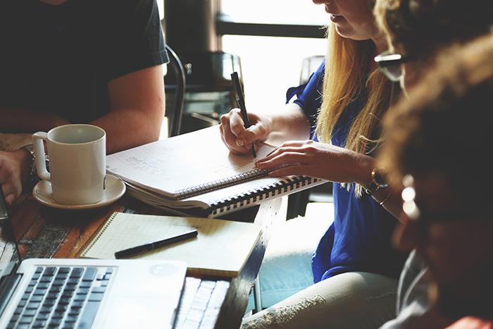 finde-mitarbeiter-ueber-social-media-marketing